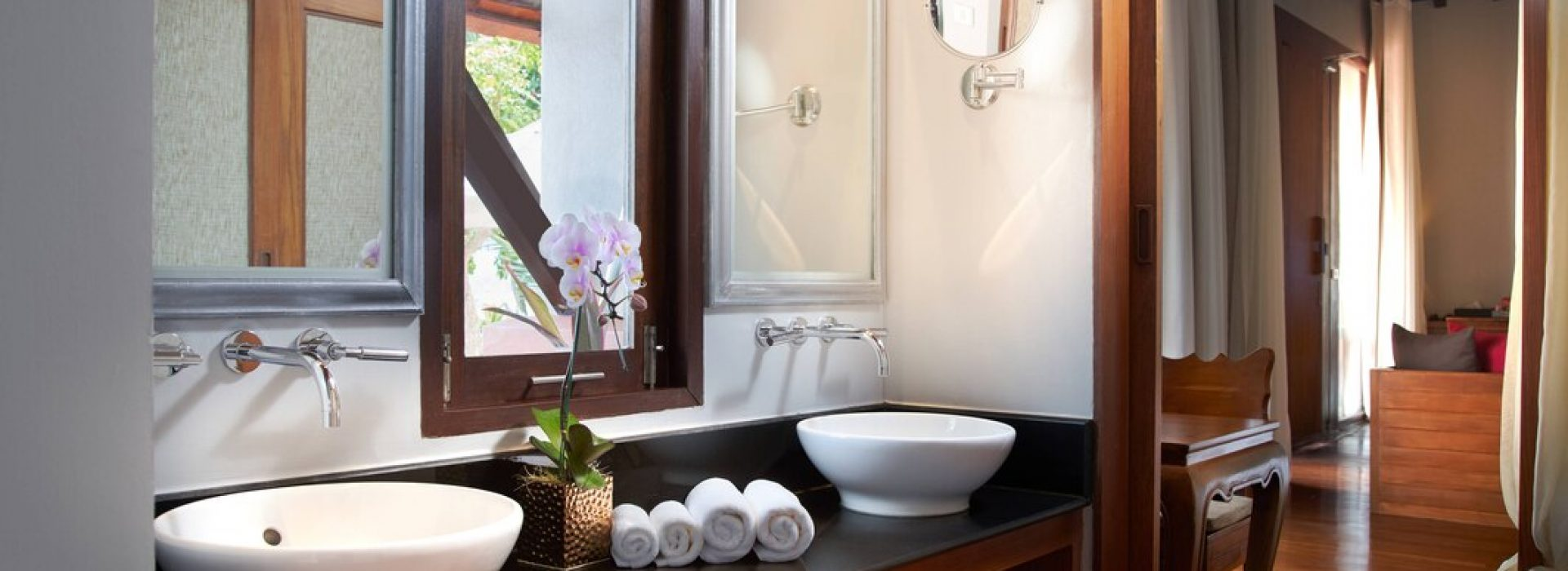 usmbr-private-bathroom-9339-hor-wide
