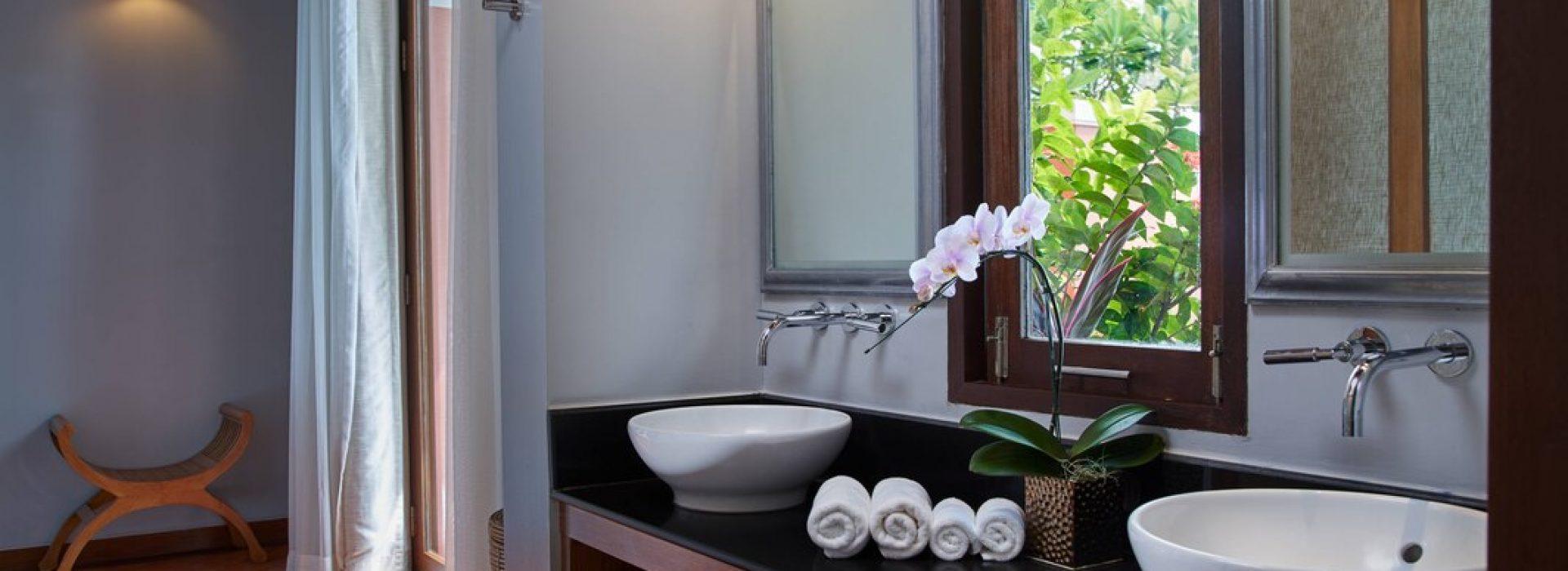 usmbr-private-bathroom-9340-hor-wide